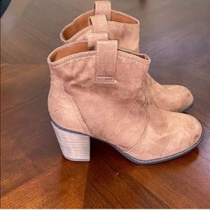 NWT Express booties size 9